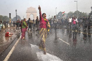 hindistan ve nepal tecavuze karsi