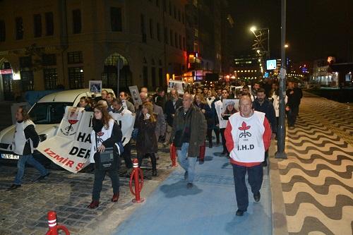 İzmirde insan hakları yürüyüşü
